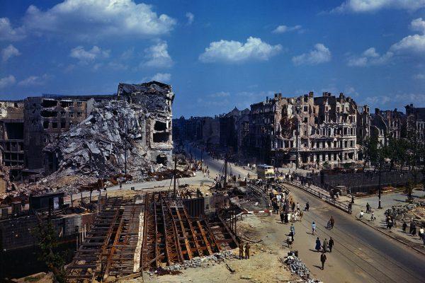Berlin po wojnie, zdjęcie z 19 lipca 1945 roku (fot. Bettmann/CORBIS)