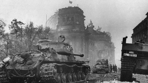 Radzieckie czołgi IS-2 w Berlinie