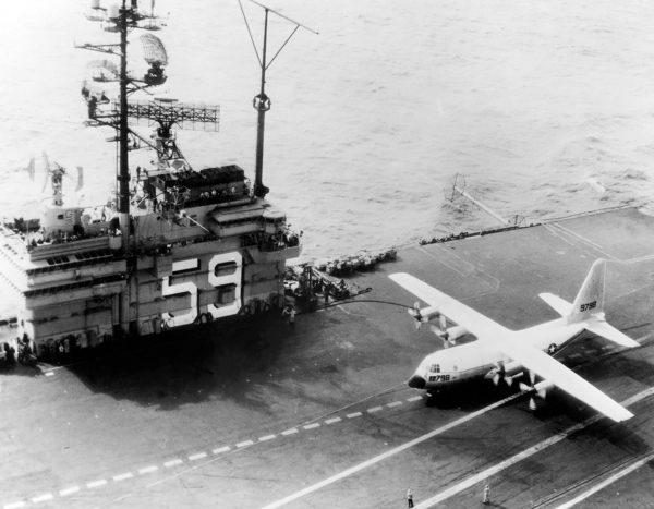KC-130F na pokładzie USS Forrestal