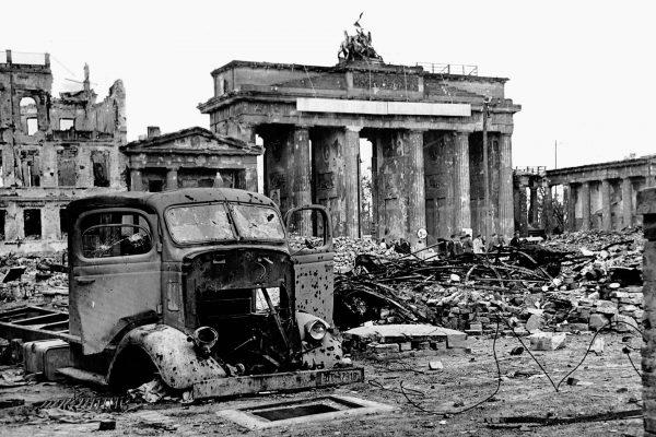 Zniszczona Brama Brandenburska