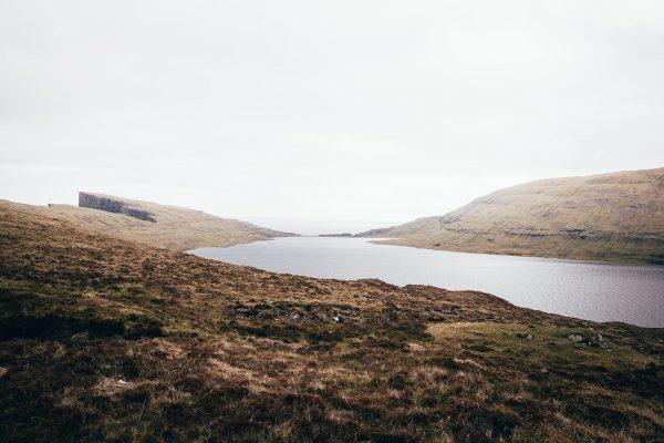 Jezioro Sørvágsvatn (fot. Johannes Rapprich/pexels.com)
