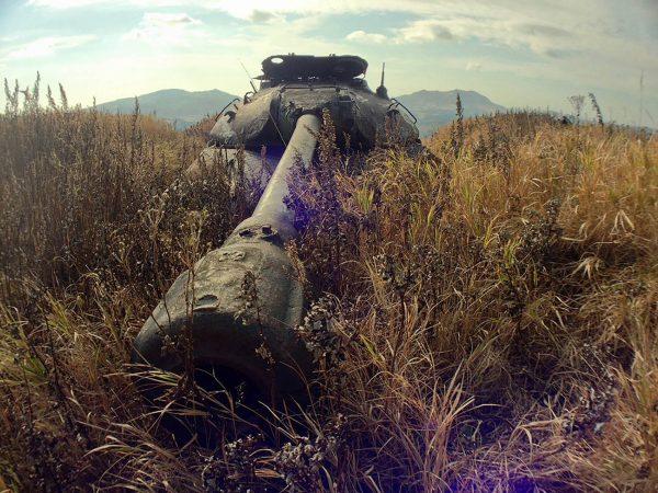 IS-3 na wyspie Szykotan (fot. Ivan/englishrussia.com)