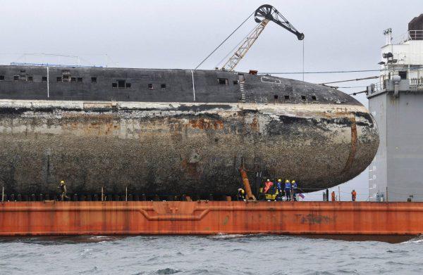 Rosyjskie atomowe okręty podwodne typu 671RTM Szczuka (Victor III) w drodze do stoczni złomowej (fot. Jurij Maltsew)