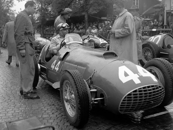 Piero Taruffi podczas Swiss Grand Prix, 27 maja 1951 roku (fot. Klemantaski Collection/Getty Images)