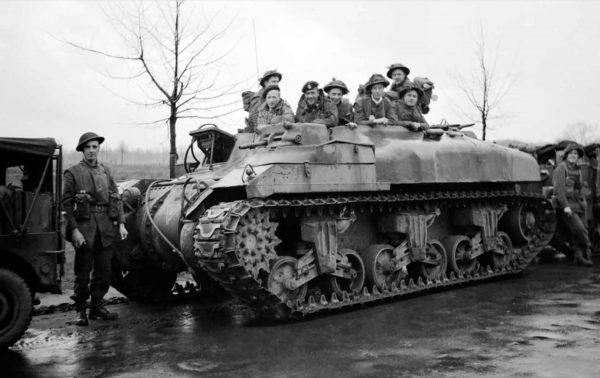 Kanadyjski opancerzony transporter piechoty z czasów II wojny światowej - Ram Kangaroo