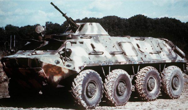 Radziecki kołowy transporter piechoty BTR-60. Pojazdy te zaczęto wprowadzać do uzbrojenia pod koniec lat 50. ale ze względu na zastosowanie podwozia kołowego nie były w stanie współpracować z czołgami we wszystkich sytuacjach