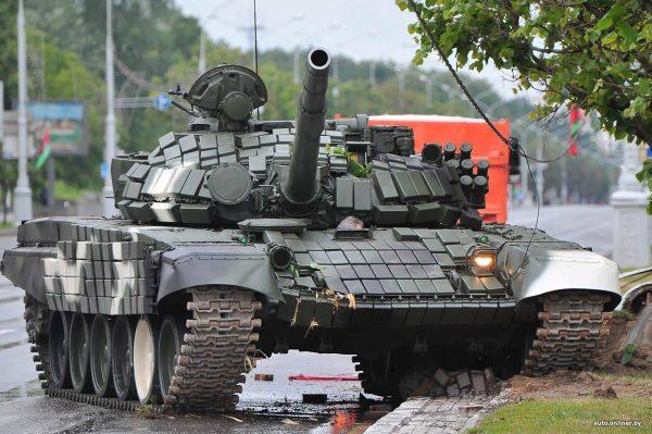 Wypadek białoruskiego T-72B w Mińsku - 24.06.2017 (fot. auto.onliner.by)