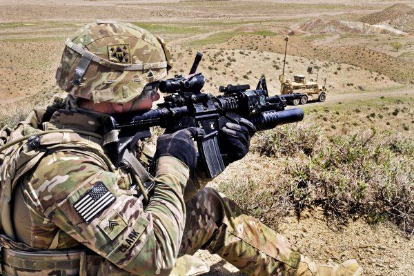Amerykański żołnierz w mundurze w kamuflażu MultiCam w Afganistanie (fot. US Army)