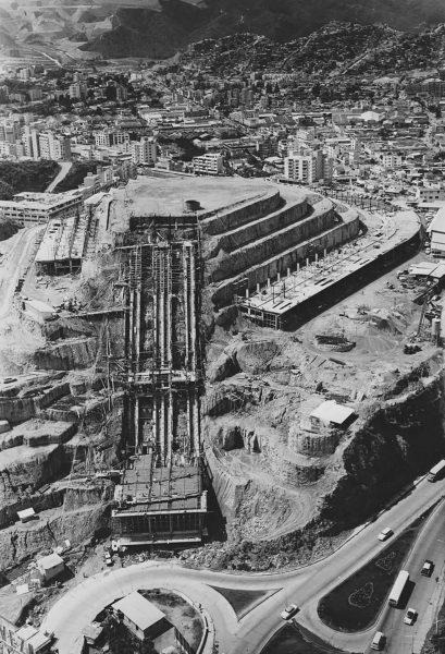 El Helicoide w trakcie budowy