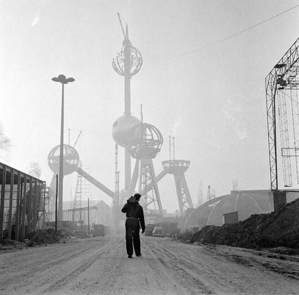 Atomium podczas budowy