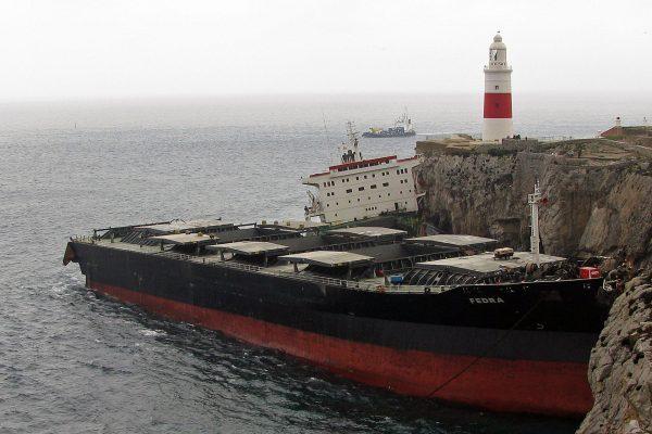 Wrak MV Fedra na skałach przy latarni morskiej na Europa Point