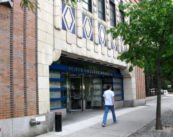 Dawny wjazd do Kent Automatic Garage w Nowym Jorku - obecnie budynek jest wykorzystywany jako apartamentowiec