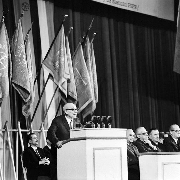 Władysław Gomułka w trakcie przemówienia - 19 marca 1968 roku (fot. Stanisław Dąbrowiecki)