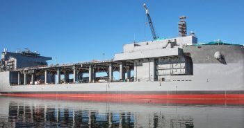 USS Lewis B. Puller - pływająca baza