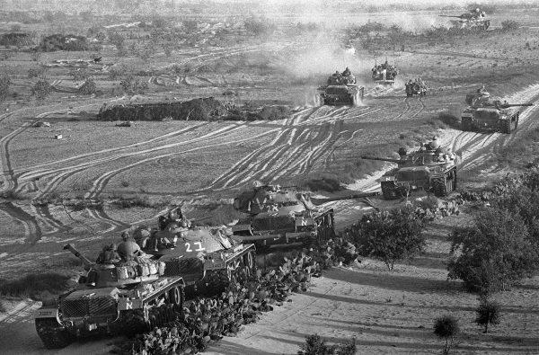 Izraelskie czołgi w trakcie wojny sześciodniowej w 1967 roku