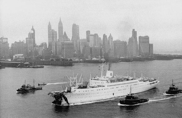 MS Stockholm uszkodzony po zderzeniu z Andrea Dorią wpływa do Nowego Jorku