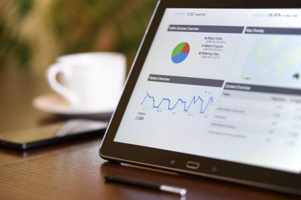 Pozycjonowanie to szereg najrozmaitszych zabiegów, które dążą do wzniesienia strony na wyżyny wyników wyszukiwań w Google, a co za tym idzie, wygenerowania większego ruchu na stronie.