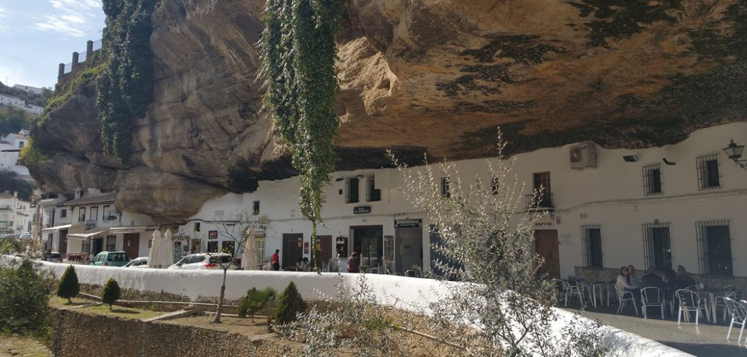Setenil de las Bodegas - miasto ukryte w skale