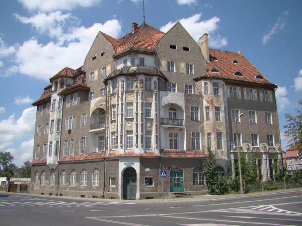 Hotel Polonia Dzierżoniów (fot. Wikimedia Commons)