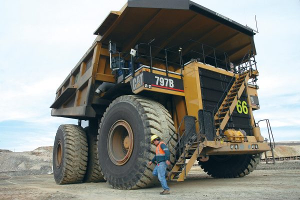 Caterpillar 797 (fot. machineseeker.pl)