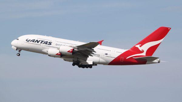 Airbus A380 należący do linii Qantas - maszyny te idealnie nadają się do długich lotów, ale koszty ich eksploatacji są bardzo duże (fot. Jeremy/Wikimedia Commons)