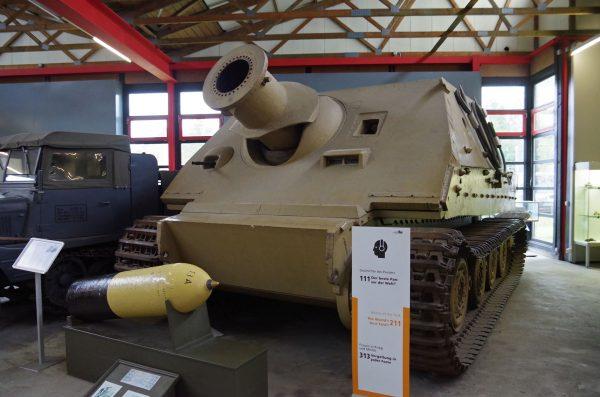 Sturmmörser Tiger (Sturmtiger) w Deutsches Panzermuseum w Niemczech (fot. Thomas Vogt/Flickr.com)