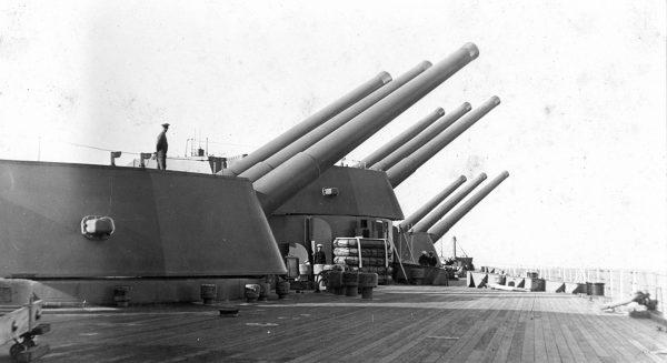 Wieże artylerii głównej jednego z pancerników typu Nelson
