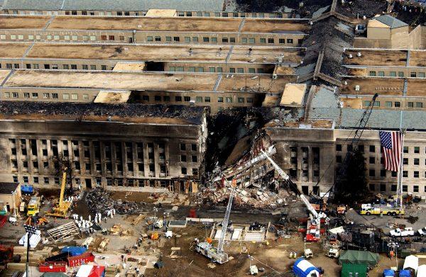 Miejsce uderzenia samolotu w budynek Pentagonu 11 września 2001 roku
