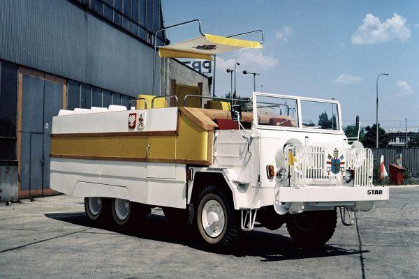 STAR 660M2 Papamobile