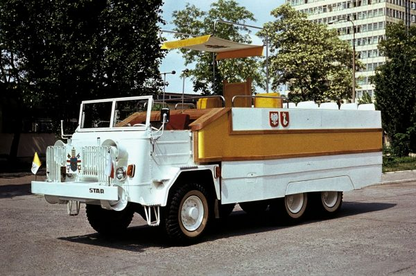 STAR 660M2 Papamobile