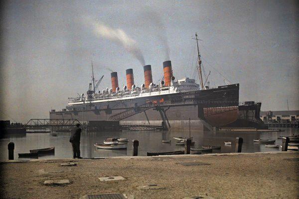 RMS Mauretania w pływającym doku