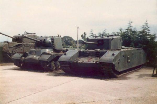 A22 Churchill, A38 Valiant i A33 Excelsior (fot. nieznany)