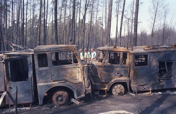 Spalone wozy strażackie w lesie koło Kuźni Raciborskiej