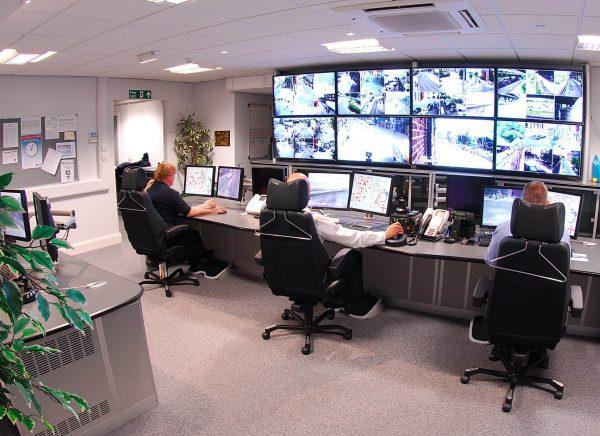 Monitoring daje nam poczucie bezpieczeństwa i kontroli nad sytuacją. Jeśli chcemy nadzorować pomieszczenia w domu lub małej firmie, wcale nie potrzebujemy profesjonalnego sprzętu.