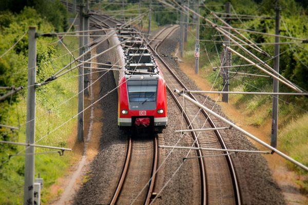Podróż pociągiem to dobry moment na nadrobienie zaległych lektur - zarówno książek jak i ulubionych portali