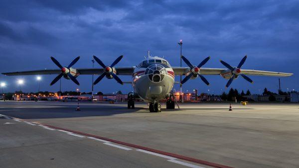 An-12 na lotnisku Ławica w Poznaniu (fot. Mikołaj Waligórski/Wlkp_Spotters)
