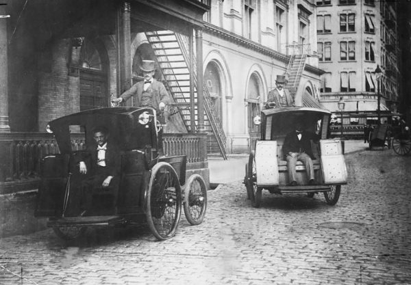 Jedne z pierwszych nowojorskich taksówek