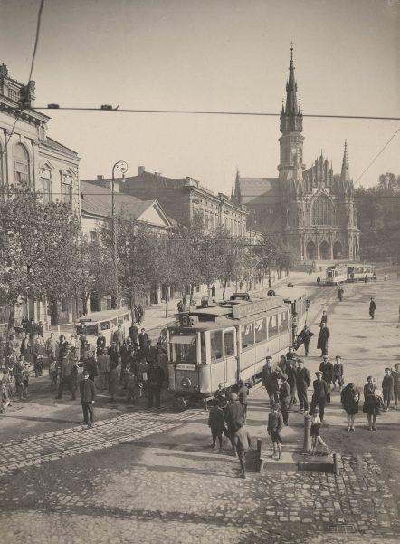 Tramwaj na Rynku Podgórskim, lata 30. XX w. (fot. Stanisław Mucha/MHK)