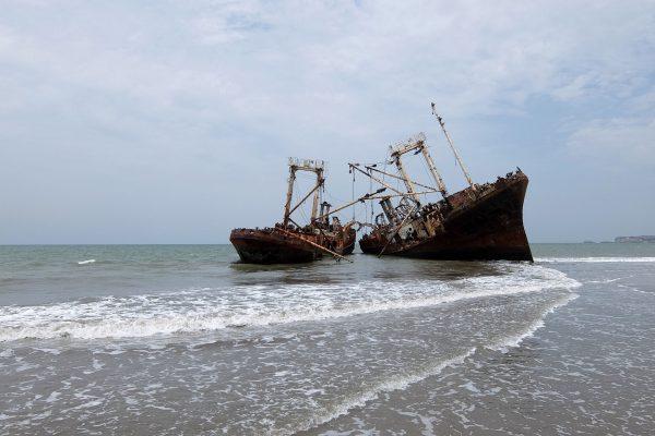 Praia da Santiago w Angoli (fot. rolleicord35.wordpress.com)