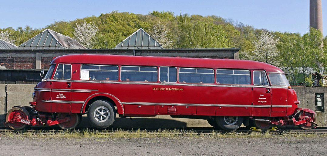 Schi-Stra-Bus - autobus szynowo-drogowy