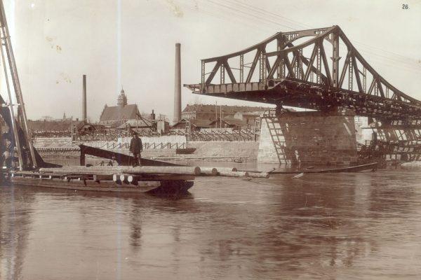 Budowa III Mostu na Wiśle, 1910 r. (fot. fotopolska.eu)