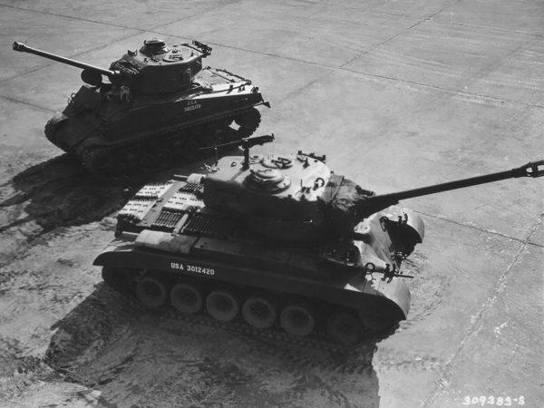 M4A3E8 Sherman i M26 Pershing