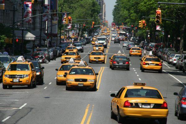 Nowojorskie taksówki współcześnie (fot. Linus Henning)