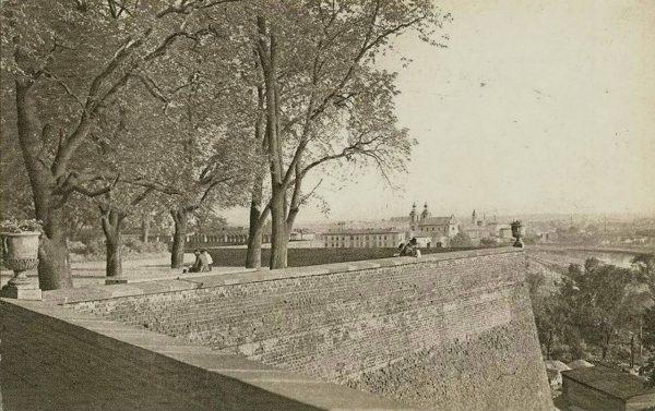 Wawel - wały obronne nad Smoczą Jamą - 1900 rok (fot. inż. K. Cybulski/fotopolska.eu)