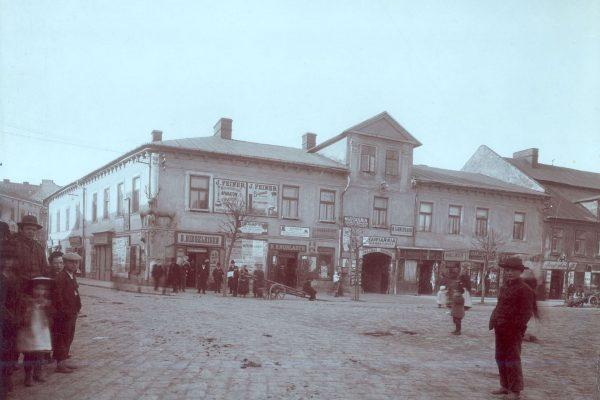 Dworek pod Jeleniem przy Rynku Głównym (Podgórskim), lata 1900-1915. (fot. fotopolska.eu)