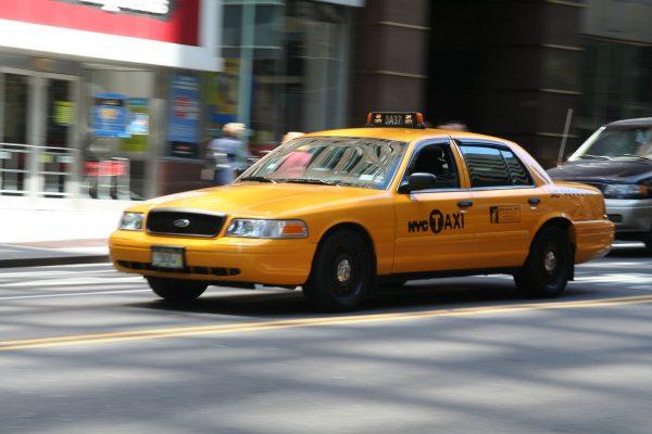 Nowojorskie taksówki współcześnie (fot. Henning 48)