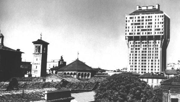 Torre Velasca w 1958 roku (fot. onlybook.es)