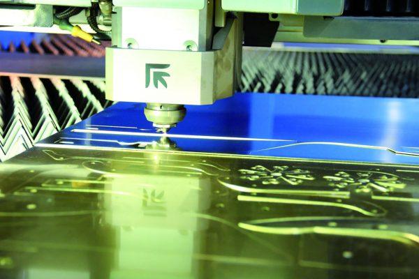 Systemy laserowe pomagają każdemu przedsiębiorstwu zwiększyć wydajność i efektywność całego procesu produkcyjnego. Działają w obszarze cięcia oraz spawania laserowego zapewniając wysoką dokładność oraz powtarzalność.