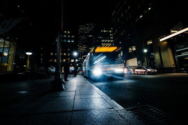 Możliwość kupienia biletów komunikacji miejskiej przez telefon to szybkie i wygodne rozwiązanie
