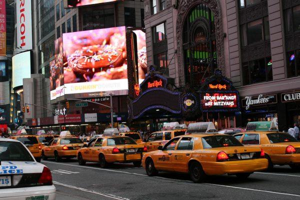 Nowojorskie taksówki współcześnie (fot. Glen MacLarty)